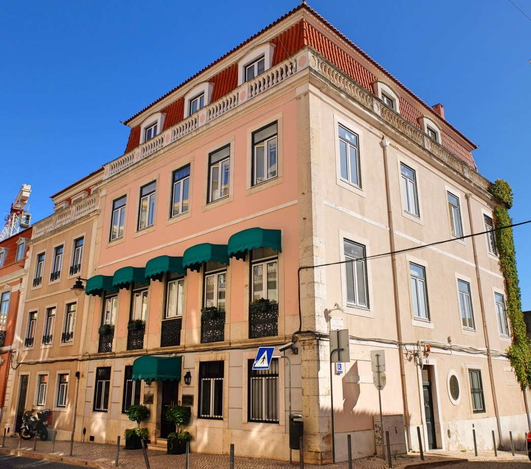 Hotel-As-Janelas-Verdes-exterior