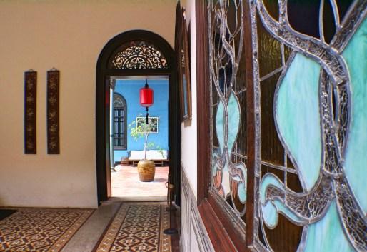 blue-mansion-detail