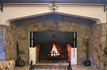 Lakehouse-Hotel-fireplace