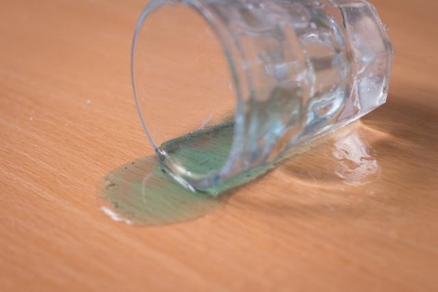 倒れすグラス