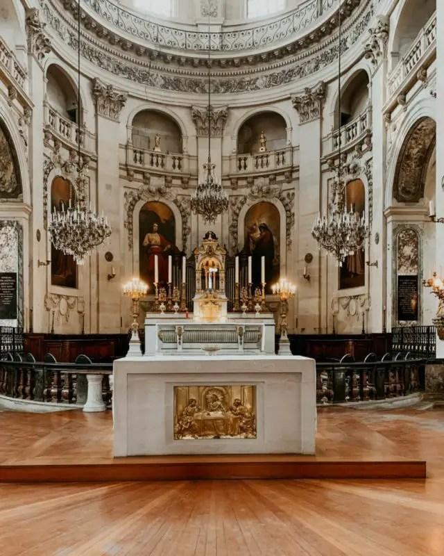 picture of a church in paris
