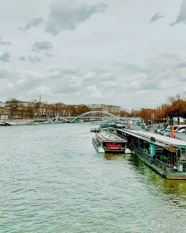 Picture of a canal in Paris