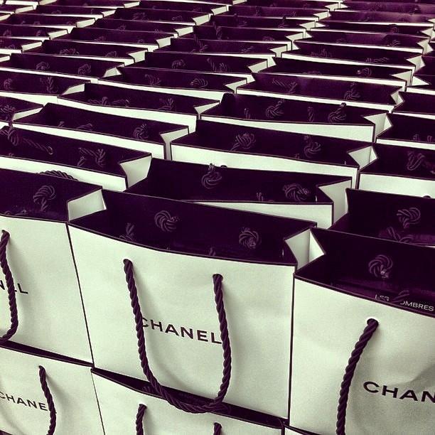 Jetset-Babe-Goes-Shopping11