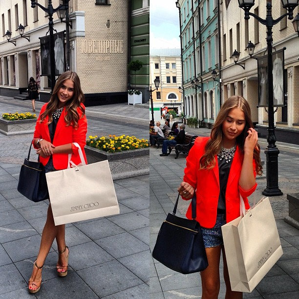 Jetset-Babe-Goes-Shopping