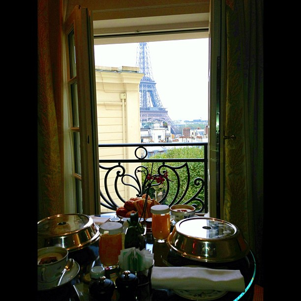 breakfast-in-paris