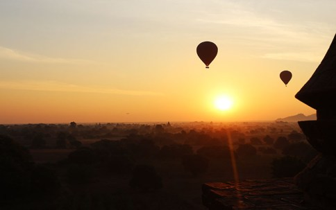 Sunrise in Bagan, balloons 10