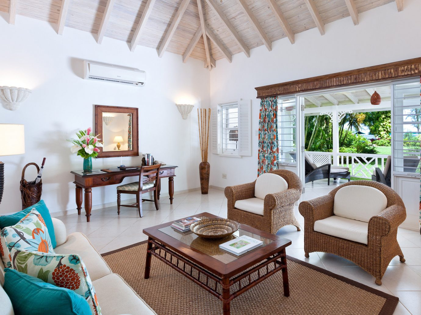Save Vs. Splurge: Our Favorite Island Hotels