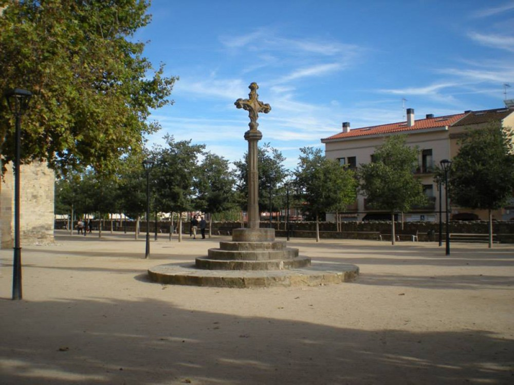 5 off the beaten paths in barcelona made for wanderlusts - Placa barcelona sant cugat ...