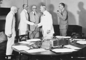 Members of the 1946 Cabinet Mission to India meeting Muhammad Ali Jinnah. Far left is Lord Pethick Lawrence; far right is Sir Stafford Cripps