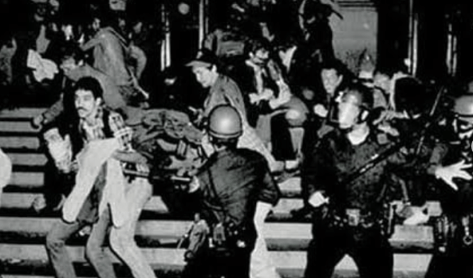 Stonewall Uprising, Violent confrontation with police, 1969