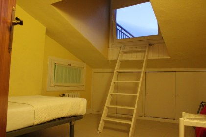 Single bedroom with rooftop access in Attic Apartment in Hotel San Nikolas Hondarribia, Spain