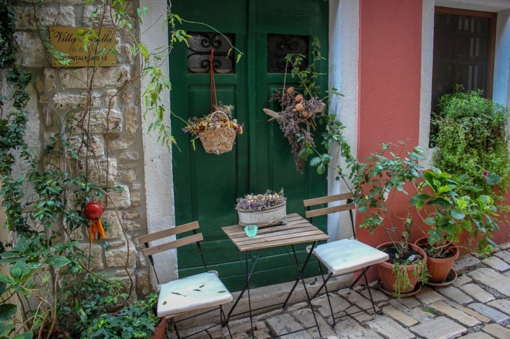 Laneway table and chairs in Rovinj, Croatia