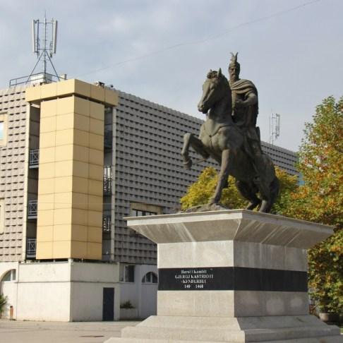 gjergj-kastrioti-skenderbeu-statue-prishtina-kosovo