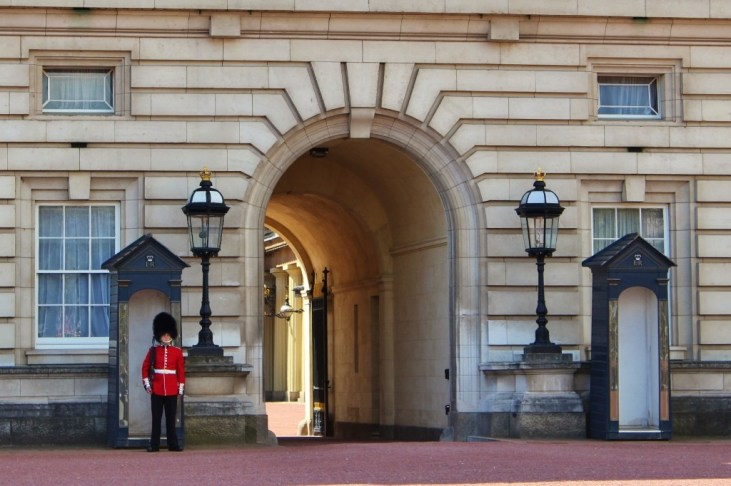 Guard at Buckingham Palace, London, England, jetsettingfools.com
