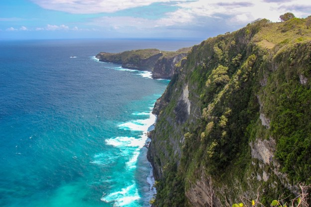 Cliffs and coastline at Kelingking Beach, Nusa Penida, Bali, Indonesia