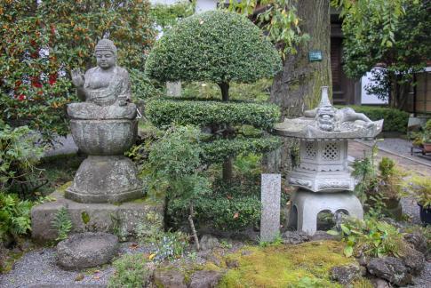 Temple garden at Kawaguchiko, Japan