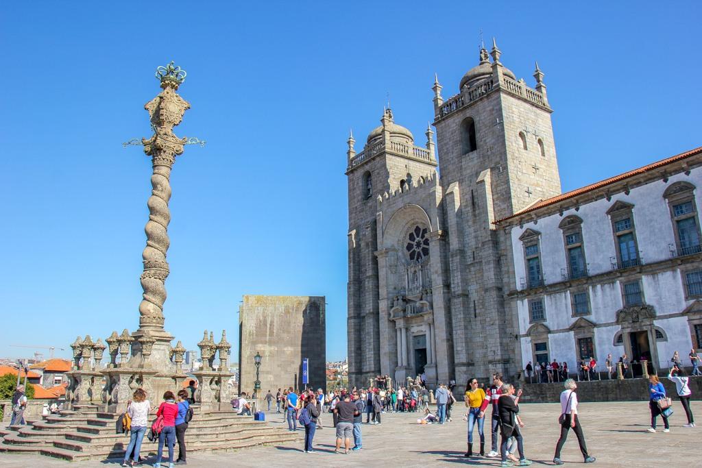 Blue skies over the Se do Porto Cathedral, Porto, Portugal