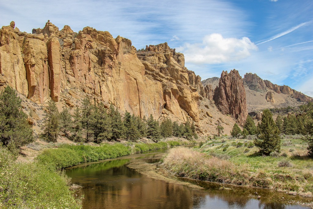 Hiking in Smith Rock State Park, Oregon