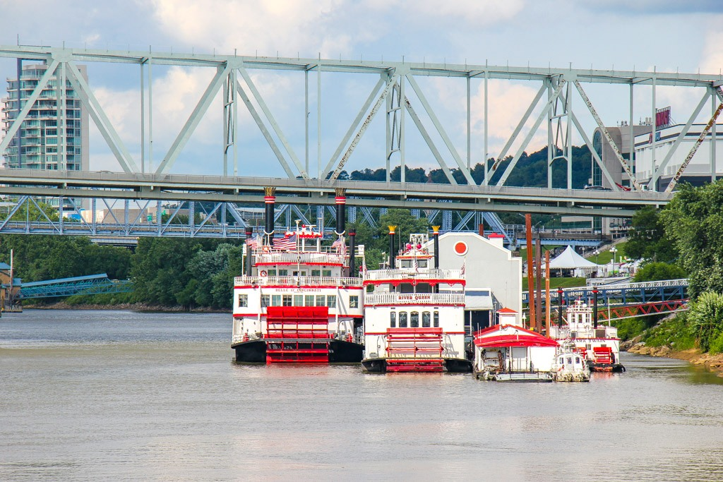 Take a cruise on a Newport KY Riverboats