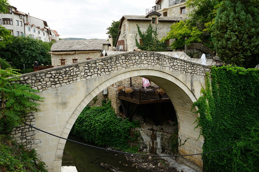 6 Things Do In Mostar: crooked bridge
