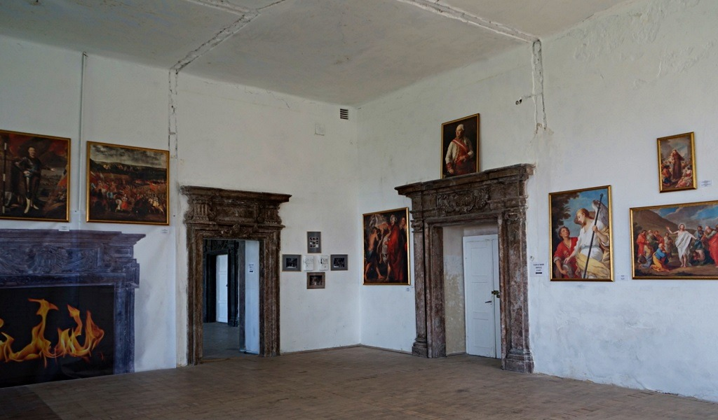 The large, once luxurious halls were divided into small rooms