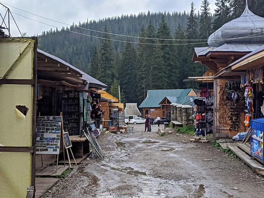 Bazaar next to Hoverla