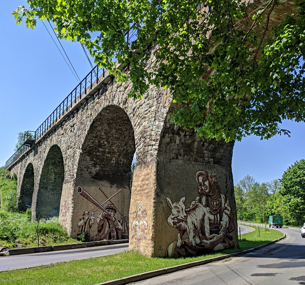 Drawings on the viaduct