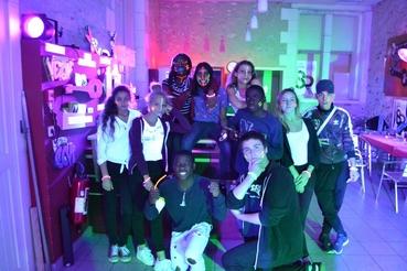 """Photo des organisateurs de la soirée collège de Veigné intitulée """"Fluo Party"""""""