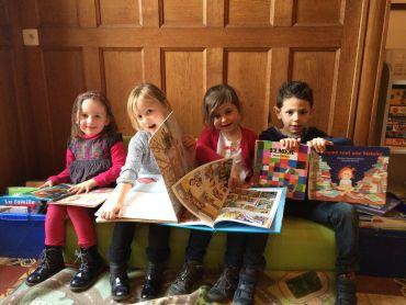 Les maternels de l'ALSH sont venus déposer des livres au Troc' Livres de Truyes