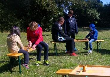 Participation des jeunes à la chasse aux oeufs de Paques à Truyes le dimanche 23 avril 2017