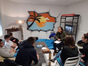 Stéphanie Pybot, diététicienne de Monts, est intervenue dans l'accueil jeunes pour rencontrer les adolescents