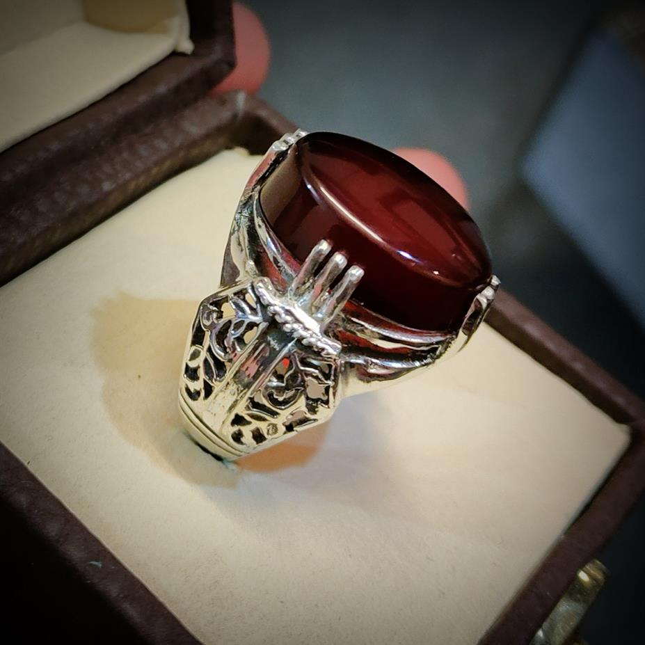 Beautiful Yemeni Aqeeq Ring - Handmade Masterpiece