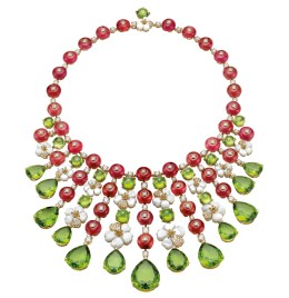 High Jewellery necklace in yellow gold and mother of pearl elements with 40 round rubellite beads (217.94 ct), 28 pear and round peridot beads (184.03 ct) and pavé diamonds (5.33 ct).
