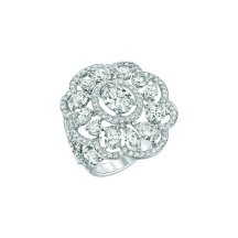 """Envoûtante"" ring in 18K white gold set with a 1-carat oval-cut diamond, 19 fancy-cut diamonds for a total weight of 4.6 carats and 114 brilliant-cut diamonds. CHANEL Joaillerie"
