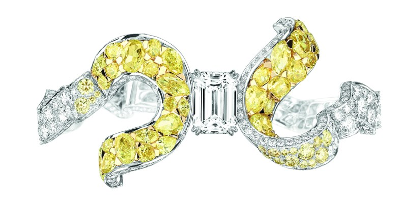 Dénoué Diamant Bracelet. 750/1000 white and yellow gold, diamonds and yellow diamonds.