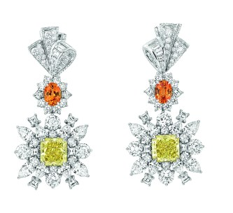 Plumetis Diamant Jaune Earrings. 750/1000 white gold, diamonds, yellow diamonds and spessartite garnets.
