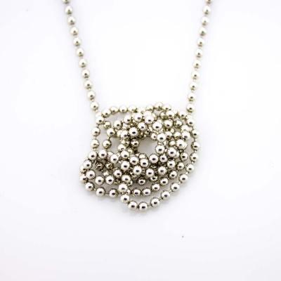 Amazing Ball chain i sølv.