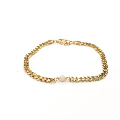 October bracelet panser er lækkert med opal der er lykkesten for oktober måned lavet af guldsmed og smykkedesigner Karina Mai