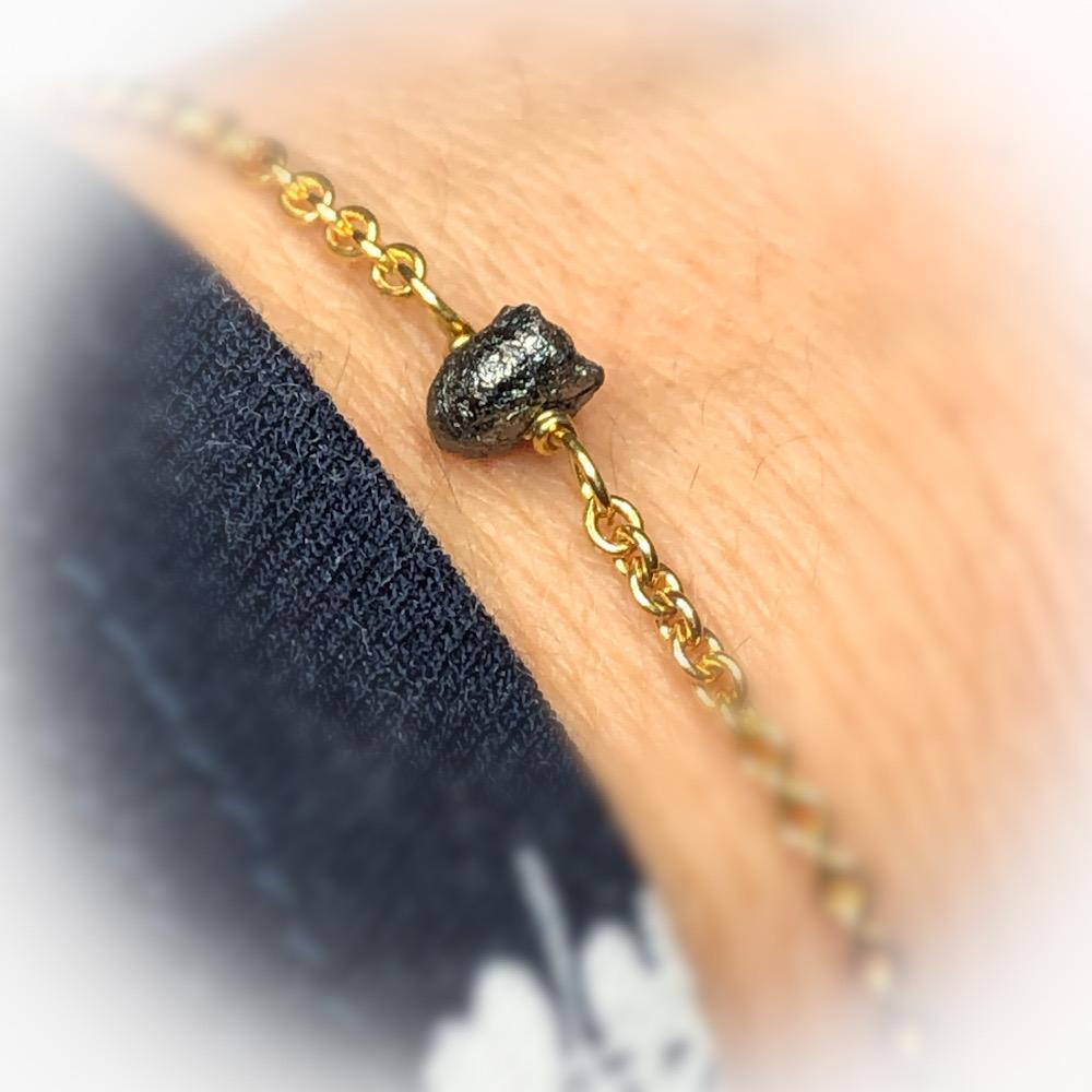 rå sort diamant armbånd i 14 karat guld