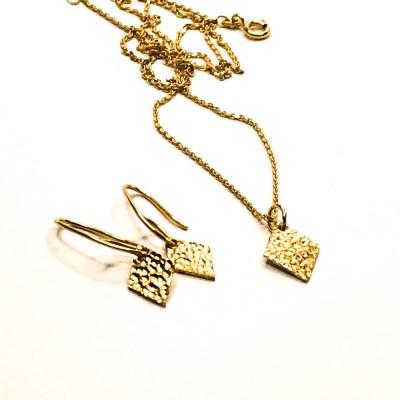 Sparkling Harkelin Halskæde i guld og Sparkling øreringe i guld