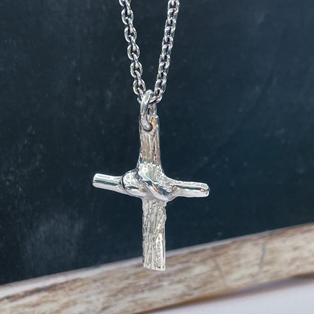 Knude kors med kæde
