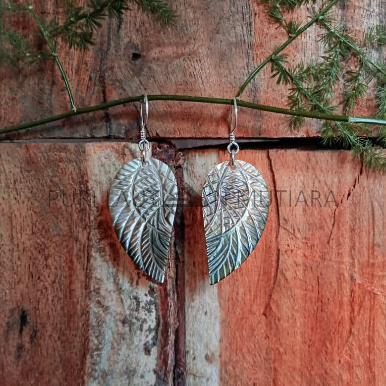 ANSE008-Angel Wing Shell With Silver Earwire