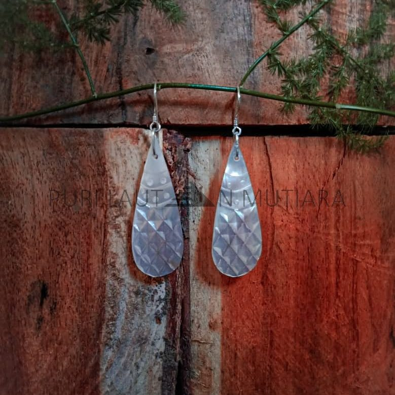 ANSE010-Simple Carving Shell With Silver Earwire