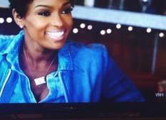 Ariane wearing her block nameplate on Love & Hip Hop VH1