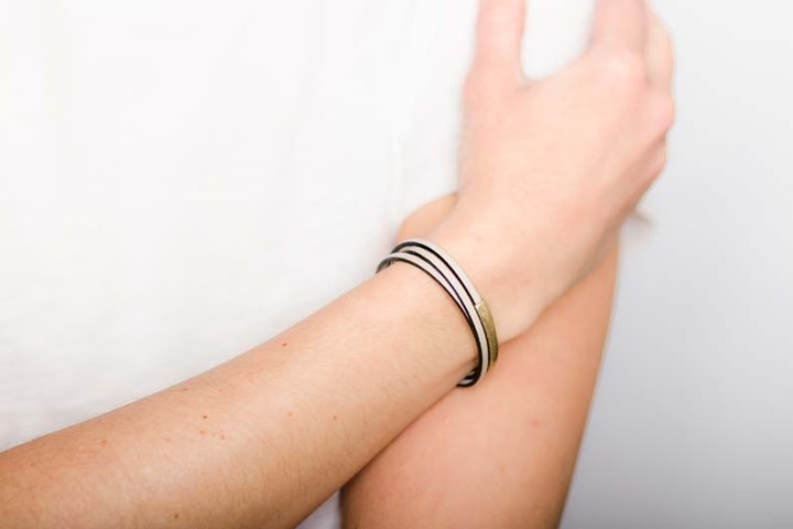 cb729 stacy thin leather triple wrap magnetic clasp bracelet