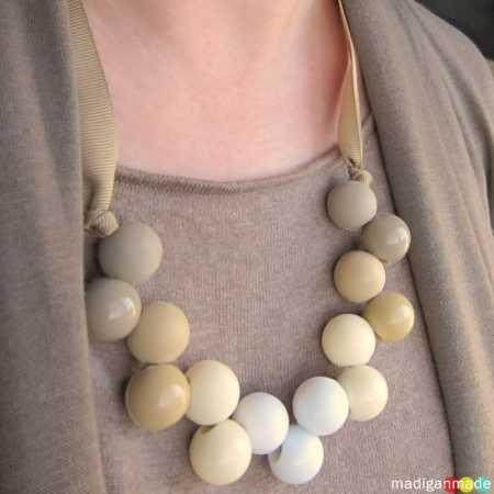 ponytail-holder-into-necklace-easy01