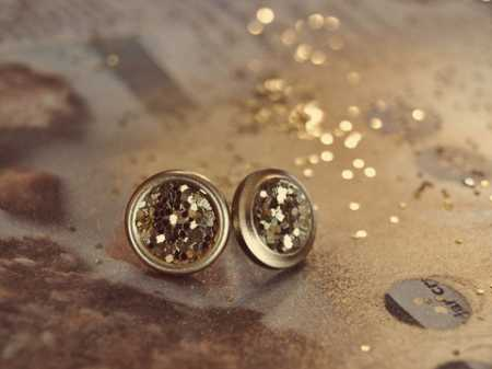 gold-glitter-button-earrings-finished