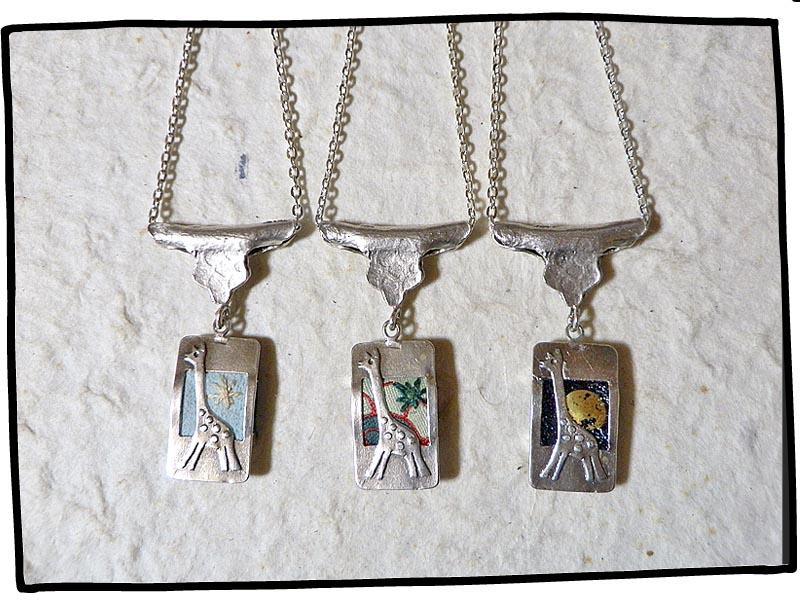 銀のキリンのペンダント3種