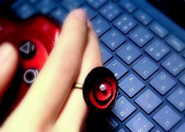 レザーフラワーネックレスシリーズ・ポピーズ 赤いひなぎくのリング