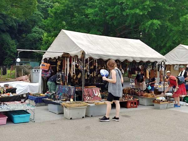 上野のファンキーなアジアン骨董市